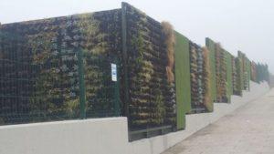 Un estudio coruñés instala en Lugo un jardín vertical de casi 100 metros